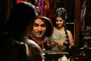 Prithviraj, Vedhika in Kaaviya Thalaivan Movie Latest Photos