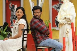 Dinesh, Haripriya in Kadai En 6 Movie Stills