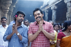 Soori, Karthi in Kadaikutty Singam Movie Images HD
