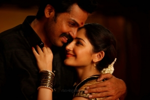 Karthi, Sayesha in Kadaikutty Singam Movie Images HD