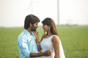 Ma Ka Pa Anand, Aishwarya Rajesh in Kadalai Tamil Movie Stills