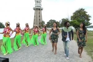 Nikki Galrani, GV Prakash, Anandhi in Kadavul Irukan Kumaru Movie New Images
