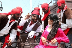 GV Prakash, Anandhi in Kadavul Irukan Kumaru Movie Photos