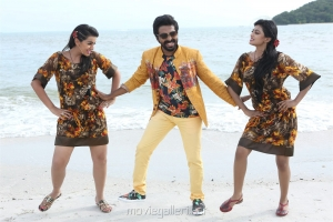 Anandhi, GV Prakash, Nikki Galrani in Kadavul Irukan Kumaru Movie Photos
