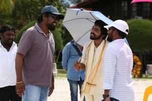 Kadavul Irukan Kumaru Movie Working Stills