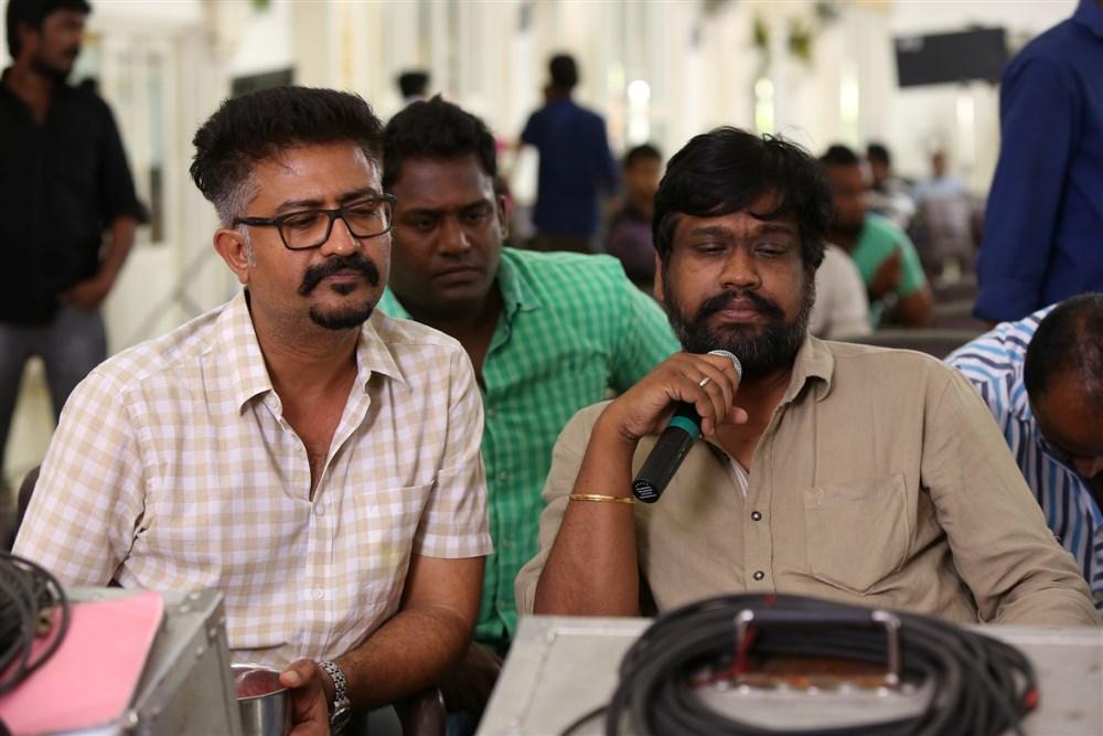 M Rajesh, Sakthi Saravanan @ Kadavul Irukan Kumaru Movie Working Stills