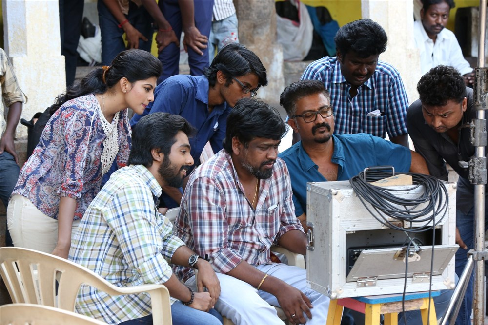 M Rajesh, Sakthi Saravanan @ Kadavul Irukan Kumaru Movie Working Stills
