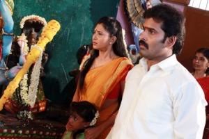 Sutharsan Raj, Aisha in Kadhal Agathee Movie Photos