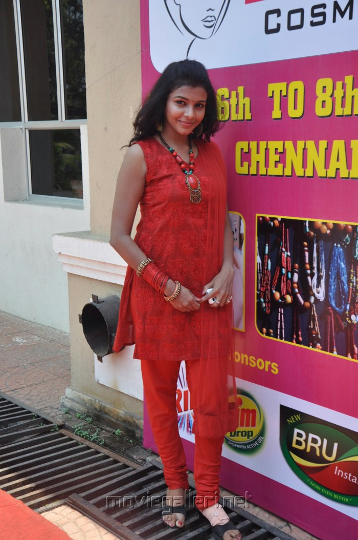 Tamil Actress Kadhal Saranya Latest Stills
