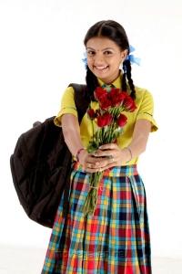 Actress Saranya Mohan in Kathalai Thavira Veru Ondrum Illai Movie Photos