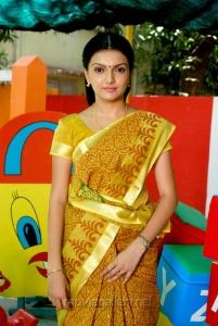 Actress Saranya Mohan in Kadhalai Thavira Veru Ondrum Illai Movie Photos