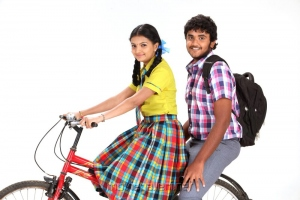 Saranya Mohan, Yuvan in Kadhalai Thavira Veru Ondrum Illai Movie Stills