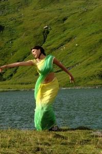 Kajal Hot Green Yellow Saree Stills in Thuppaki Movie
