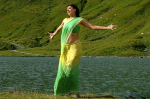 Kajal Agarwal Hot Yellow Saree Photos in Thuppaki Movie