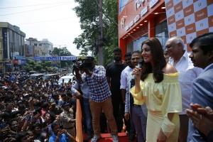 Kajal Agarwal launches Happi Mobiles @ Vizag Photos