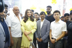 Actress Kajal Agarwal launches Happi Mobiles 57th Show Room at Vizag Photos