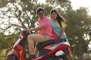 Jiiva, Manjima Mohan in Kalathil Santhipom Movie Stills