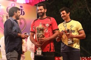 Pa Vijay, Arulnithi, Jiiva in Kalathil Santhipom Movie Stills