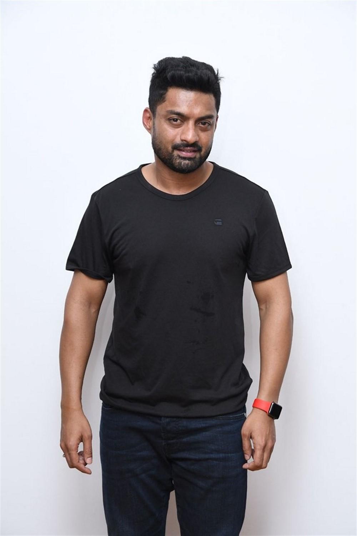 Naa Nuvve Movie Hero Kalyan Ram Interview Photos