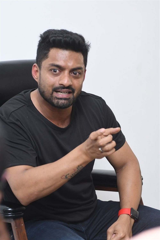 Naa Nuvve Actor Nandamuri Kalyan Ram Interview Photos