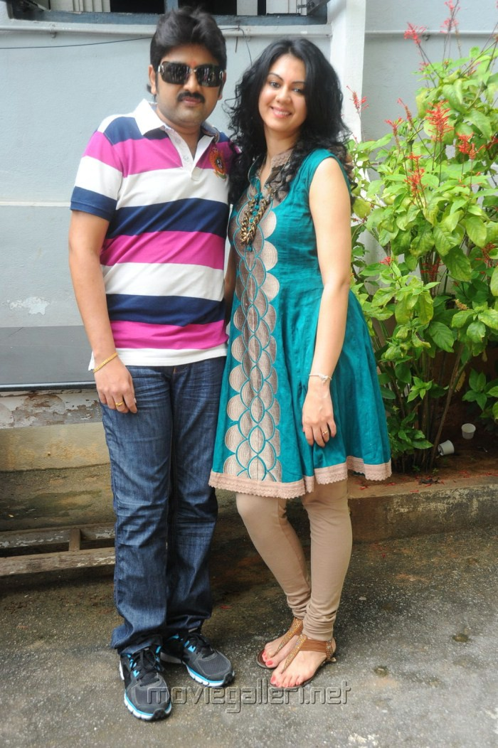 Kamalakar, Kamna Jethmalani at Band Balu Telugu Movie Launch Stills