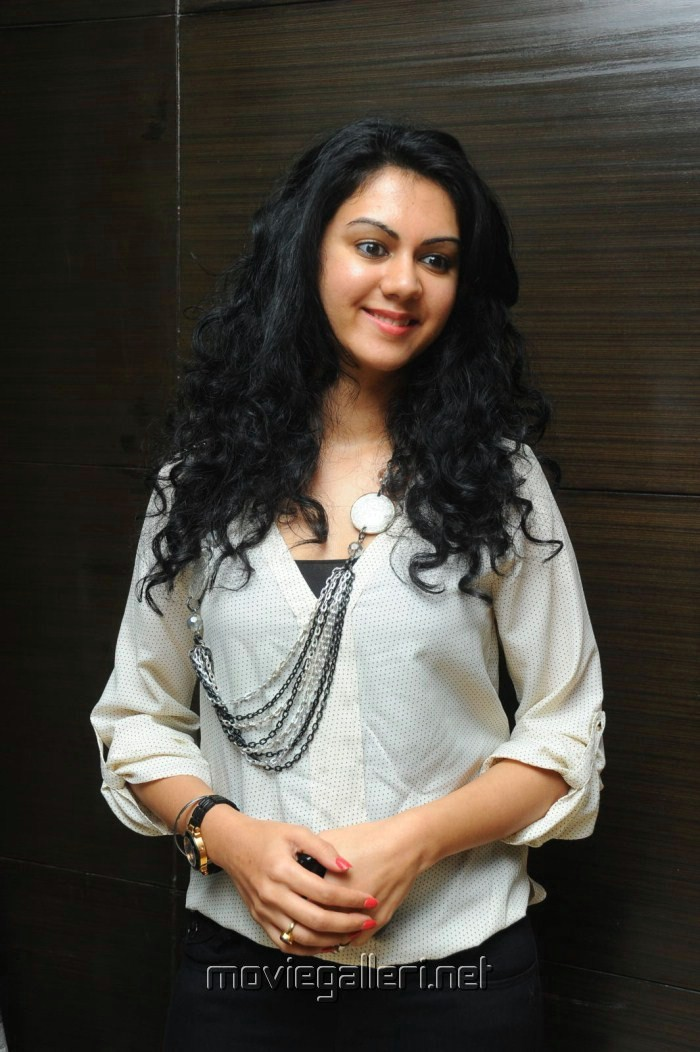 Telugu Actress Kamna Jethmalani Latest Pics