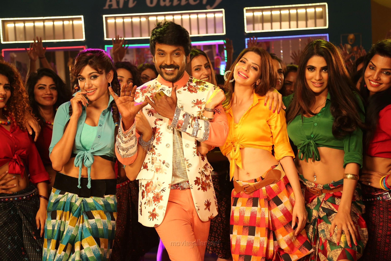 Oviya, Raghava Lawrence, Vedhika, Nikki Tamboli in Kanchana 3 Movie New Pics HD