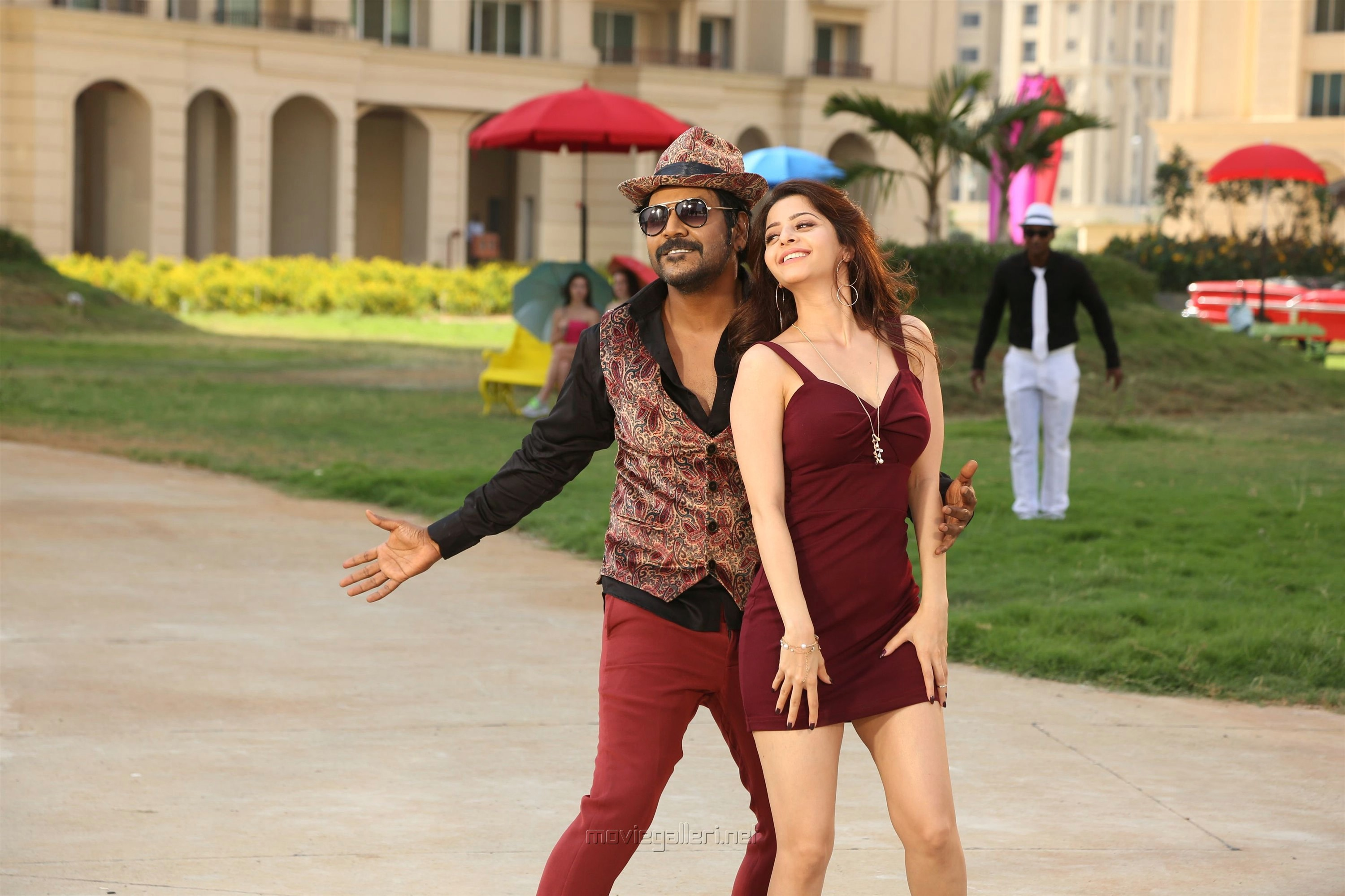 Raghava Lawrence, Vedhika in Kanchana 3 Movie New Pics HD