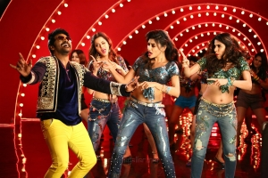 Raghava Lawrence, Vedhika, Oviya, Nikki Tamboli in Muni 4 Kanchana 3 Movie Stills HD