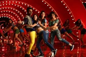 Raghava Lawrence, Oviya, Vedhika, Nikki Tamboli in Muni 4 Kanchana 3 Movie Stills HD