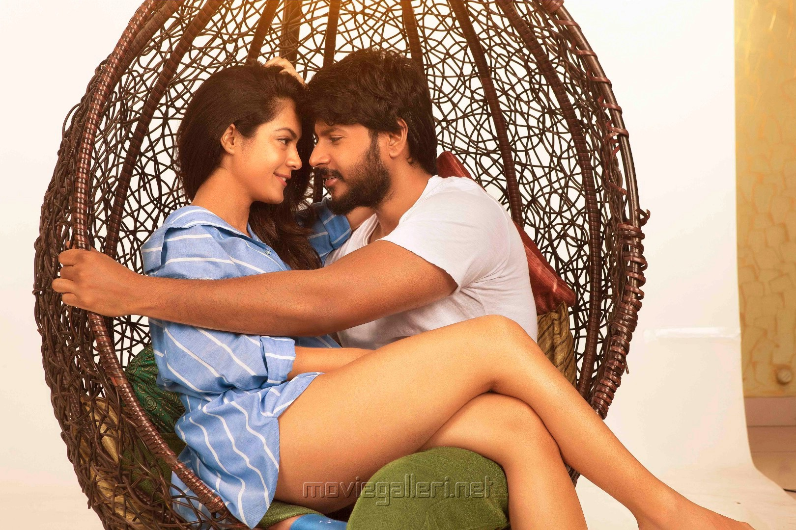 Anya Singh, Sandeep Kishan in Kannadi Movie Images HD