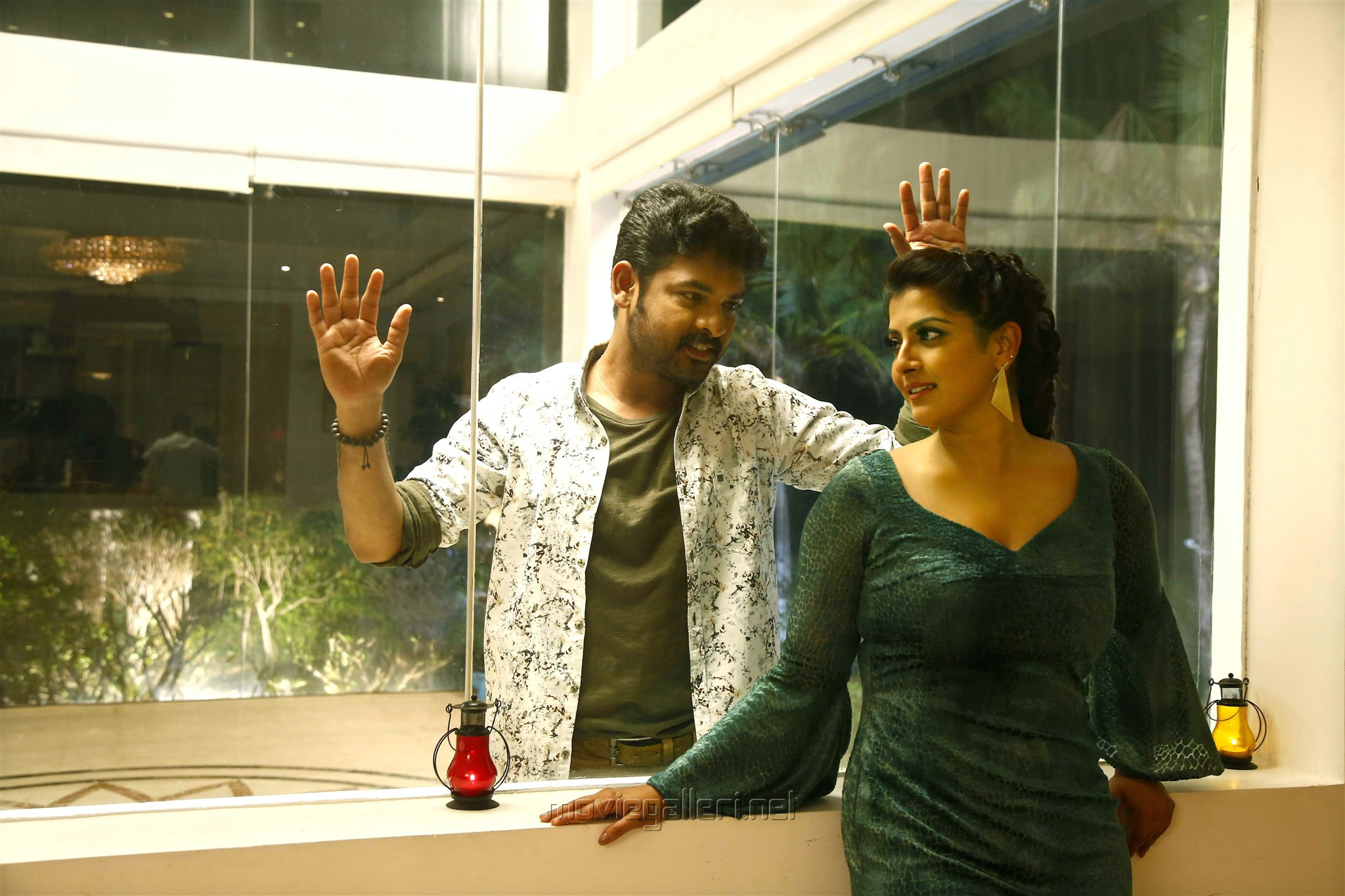 Vimal, Varalaxmi in Kanni Rasi Movie Stills HD