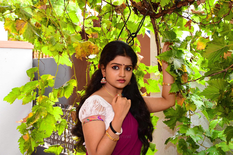 Actress Karonya Kathrin Saree Images HD