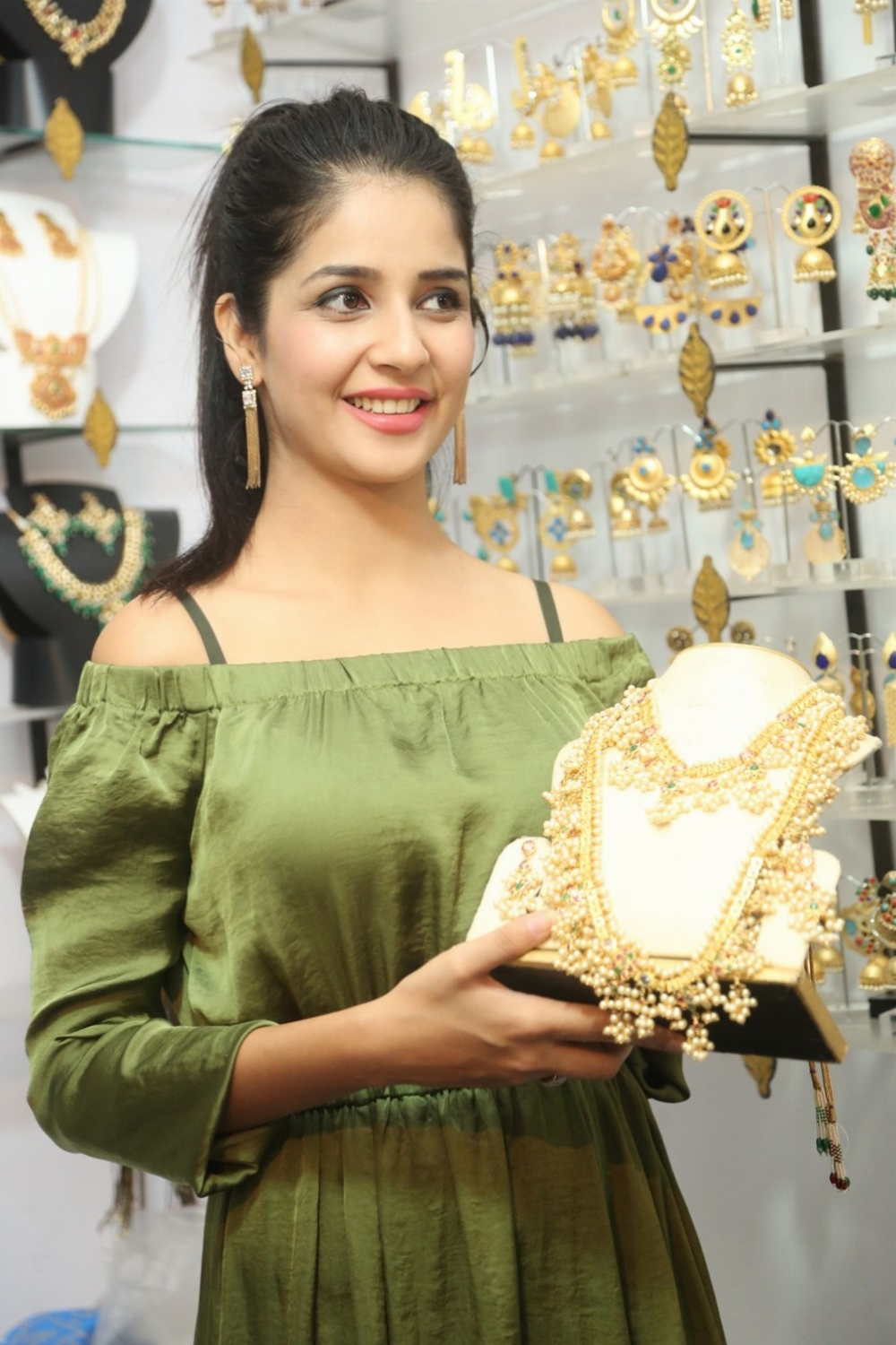 Actress Kashish Vohra Inaugurated National Silk Expo-2017 Photos