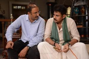 Director Kishore Kumar Pardasani, Pawan Kalyan @ Katamarayudu Working Stills