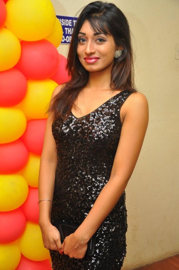 Actress Alisha Das @ Kathalukku Kannillai Movie Audio Launch Stills
