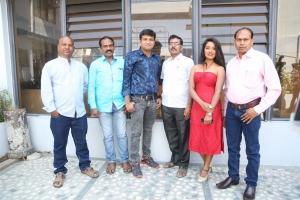 Katrina Kareena Madhyalo Kamal Haasan Press Meet Stills