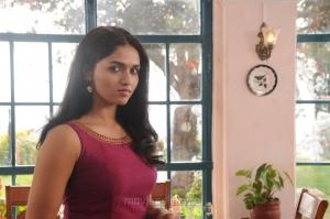 Actress Sunaina in Kavalai Vendam Movie Stills