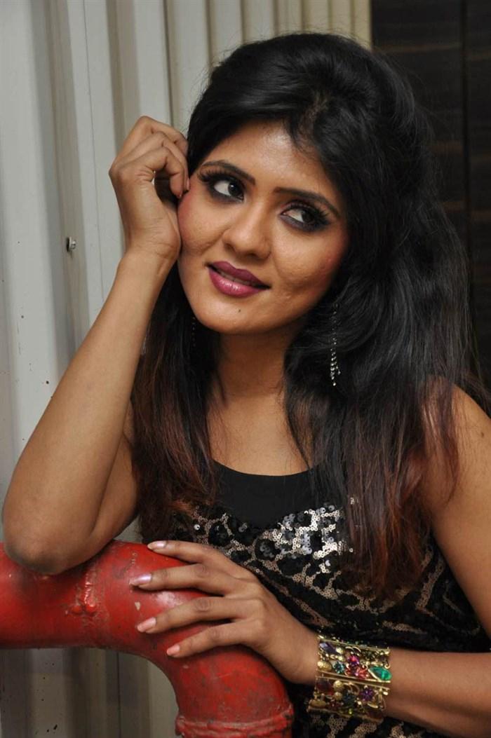 Telugu Actress Kavya Reddy in Black Dress Hot Photos [ Gallery View ] - telugu_actress_kavya_reddy_hot_photos_black_dress_1796970