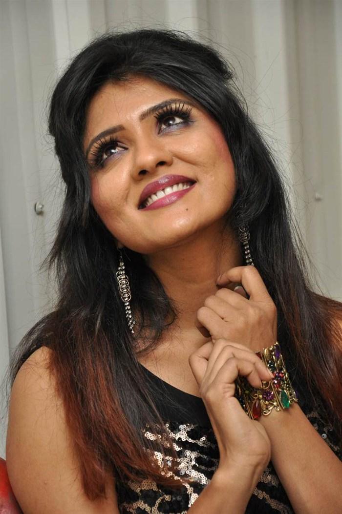 Telugu Heroine Kavya Reddy Hot Photos in Black Dress [ Gallery View ] - telugu_actress_kavya_reddy_hot_photos_black_dress_78aafcb