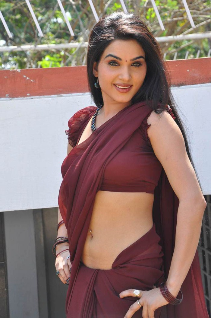 Alfa img showing gt hot sarees removing