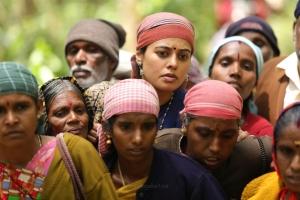 Actress Bindu Madhavi in Kazhugu 2 Movie Images HD