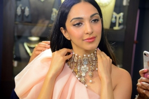 Actress Kiara Advani Stills @ The Statement Jewellery Exhibition Launch