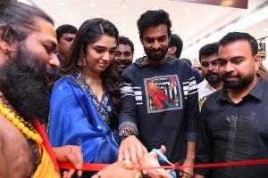 Krithi Shetty, Vaishnav Tej Launches KLM Shopping Mall Gajuwaka Vizag Photos