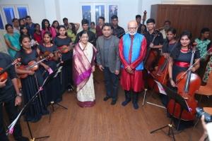 P Susheela,  AR Rahman, Srinivasamoorthy ( conductor)  with Sunshine Orchestra