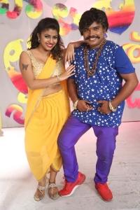 Geethanjali Thasya, Sampoornesh Babu @ Kobbari Matta On Location Photos