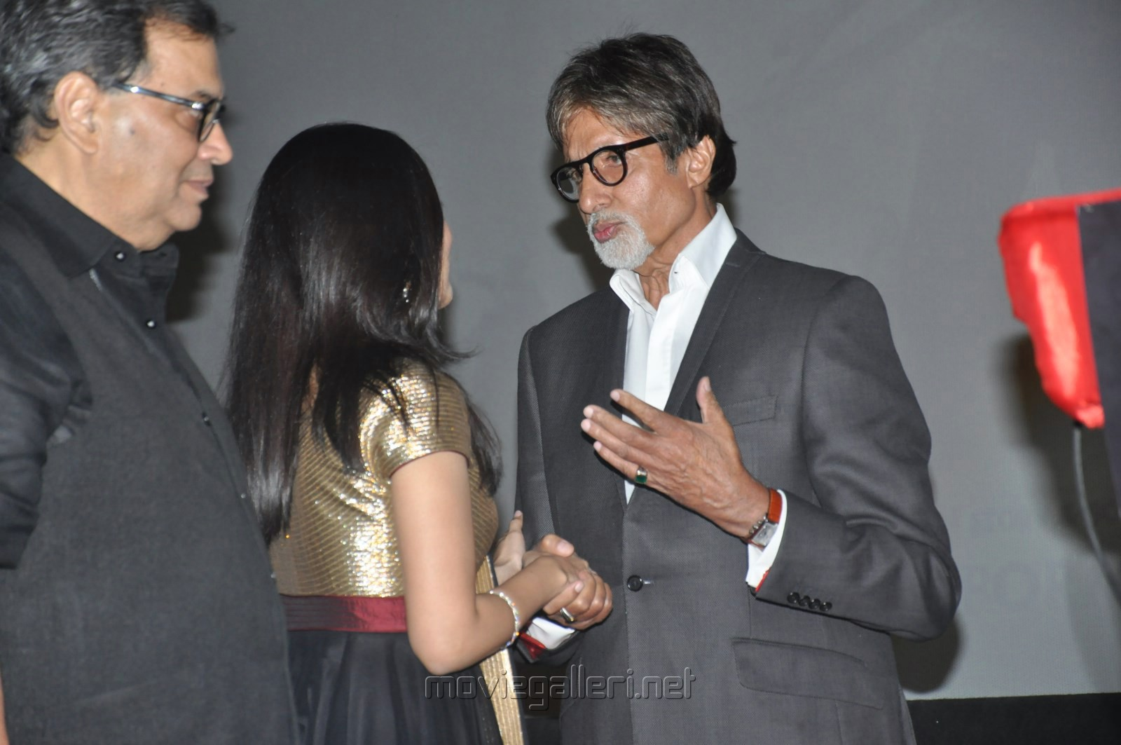 Soundarya Rajini, Amitabh Bachchan @ Kochadaiiyaan Hindi Trailer Launch Stills
