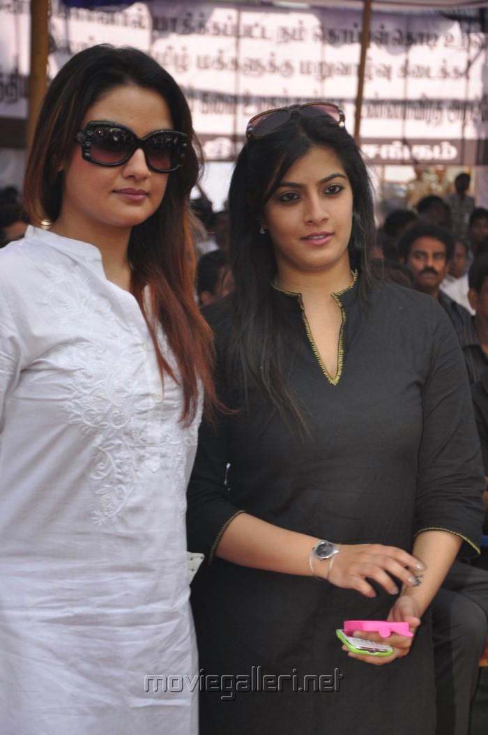 Sonia Agarwal, Varalakshmi Fasts in Support of Sri Lankan Tamils Photos