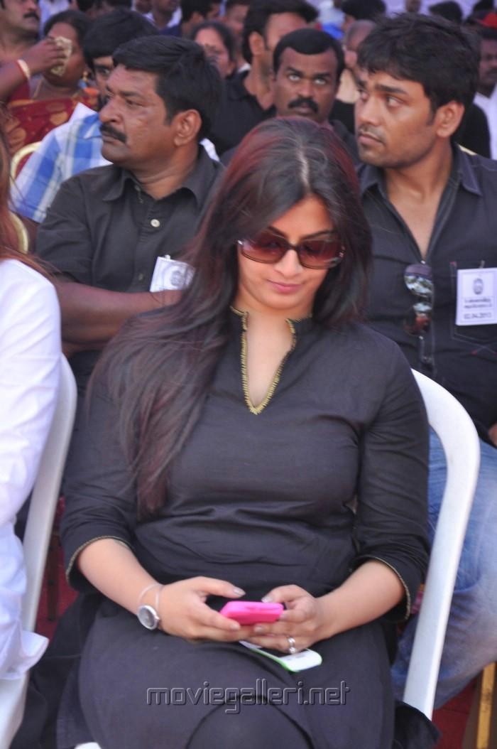 Varalaxmi Sarathkumar Fasts in Support of Sri Lankan Tamils Photos