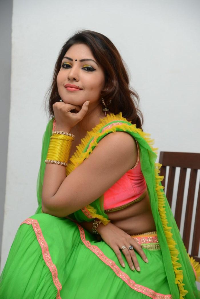 18 actress komal jha - photo #12